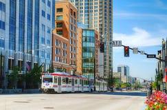 De straat van Salt Lake City met een tram Stock Foto