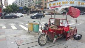 De straat vent op gemotoriseerd voertuig stock fotografie