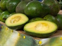De straat verkoopt van avocado bij Cali-stad stock foto's