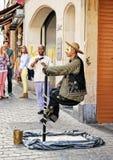 De straatacteur stelt voor toeristen dichtbij Grand Place, Brussel Royalty-vrije Stock Afbeelding
