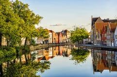 De straatbezinning van Brugge in kanaal Royalty-vrije Stock Afbeelding
