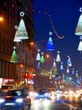 De straatdecoratie van Kerstmis bij nacht Royalty-vrije Stock Afbeelding