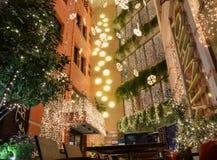 De straatkoffie Ioannina Griekenland van de Kerstmisnacht Stock Afbeelding