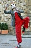 De straatkunstenaar van de clown in Italië Stock Afbeeldingen