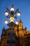 De straatlantaarn onder de kathedraal Royalty-vrije Stock Foto