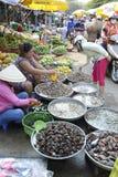 De straatmarkt van Vietnam Phu Quoc het verkopen schaaldieren Stock Fotografie