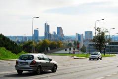 De straatmening van de Vilniusstad met nieuwe wolkenkrabbers Stock Foto's