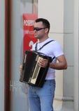 De Straatmusicus/Accordeonist van Zagreb stock foto's