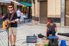 De straatmusicus zingt liederen Royalty-vrije Stock Fotografie