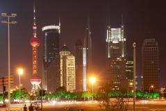 De straatscène van de eeuwweg in Shanghai, China. Stock Foto's