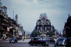 de Straatscène van jaren '50broussels met Uitstekend Coca-Cola-Teken Stock Foto