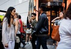 De straatscène van Manhattan stock afbeeldingen