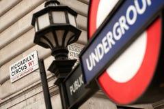De straatschild en undreground teken van het Piccadillycircus Royalty-vrije Stock Afbeeldingen