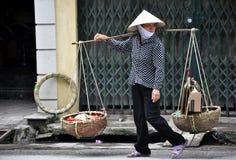 De Straatventer van Hanoi Stock Foto