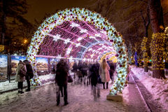 De straatverlichting van het Kerstmis nieuwe jaar in de nacht Moskou Royalty-vrije Stock Foto