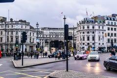 De straatvolkeren van Londen Trafalgar Square het lopen Royalty-vrije Stock Afbeelding