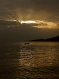 De stralen en de boot van de god Stock Afbeelding