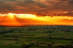 De stralen van de zon bij zonsondergang Stock Foto's