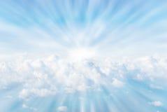 De stralen van de zon in de wolken Royalty-vrije Stock Afbeeldingen