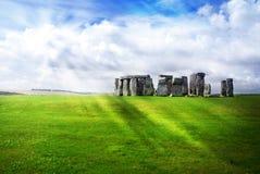 De stralen van de zon over Stonehenge Stock Afbeeldingen