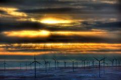 De stralen van de zonsondergang op windmolens Royalty-vrije Stock Foto's