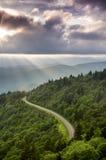 De Stralenlandschap van de bergzon Stock Foto's