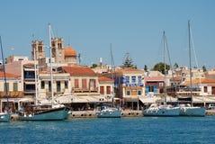De strandboulevard van de Aeginastad, Aegina-eiland Stock Foto