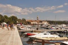 De strandboulevard van Krk, Kroatië Royalty-vrije Stock Afbeelding