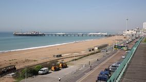 De strandboulevardstrand en pijler van Brighton het UK stock video