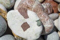 De stranden van Rhodos zijn mooi met kiezelstenen stock foto
