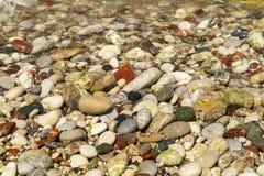 De stranden van Rhodos zijn mooi met kiezelstenen royalty-vrije stock foto