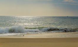 De strandscène zeurt binnen Hoofdnc-zonsopgang op een duidelijke blauwe dag Royalty-vrije Stock Fotografie