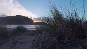 De strandzonsondergang openbaart stock videobeelden
