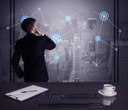 De strategie van de verkoperstekening op bureauvergadering Stock Afbeelding