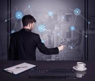 De strategie van de verkoperstekening op bureauvergadering Stock Afbeeldingen