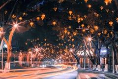 De straten bij nacht royalty-vrije stock afbeeldingen