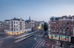 De straten van Amsterdam in de avond royalty-vrije stock foto