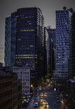 De Straten van de stad en Moderne BedrijfsGebouwen Royalty-vrije Stock Afbeeldingen
