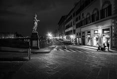 De straten van Florence bij nacht Italië royalty-vrije stock afbeeldingen