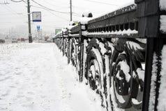 De straten van Moskou worden behandeld door de sneeuw Royalty-vrije Stock Afbeelding