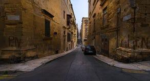 De straten van de oude stad van Valletta Maltese steden malta royalty-vrije stock afbeeldingen