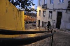 De straten van 's nachts Lissabon Royalty-vrije Stock Afbeelding