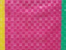 De streep van de achtergrond zakkleur oppervlakte, de laag van de de zomerkleur, het net van het kleurenschaakbord, gele roze en  Royalty-vrije Stock Foto