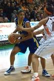 De strijd voor de ball.EuroLeague Vrouwen 2009-2010. Stock Afbeeldingen