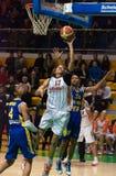 De strijd voor de ball.EuroLeague Vrouwen 2009-2010. Stock Afbeelding