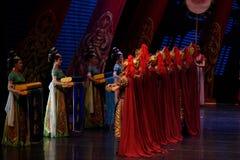 De strijder en de meisje-tweede handeling: een feest in de van het paleis-heldendicht de Zijdeprinses ` dansdrama ` royalty-vrije stock afbeeldingen