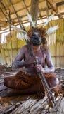 De strijder van de Asmatstam met boog en pijl Stock Afbeeldingen