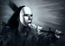 De strijder van de vrouw in een zilveren masker met een zwaard Stock Afbeelding
