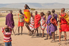 De strijder van Masai het dansen Stock Fotografie
