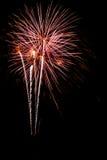 De stroken van het vuurwerk in de nachthemel royalty-vrije stock foto
